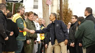 Le président américain, Barack Obama, s'est rendu le 16 novembre 2012 à New York (Etats-Unis), à Staten Island,quartier dévasté par l'ouraganSandy. (KEVIN LAMARQUE / REUTERS)