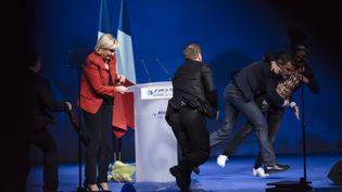 Une femen interrompt le meeting de Marine Le Pen au Zénith de Paris, lundi 17 avril 2017. (CITIZENSIDE/SAMUEL BOIVIN)