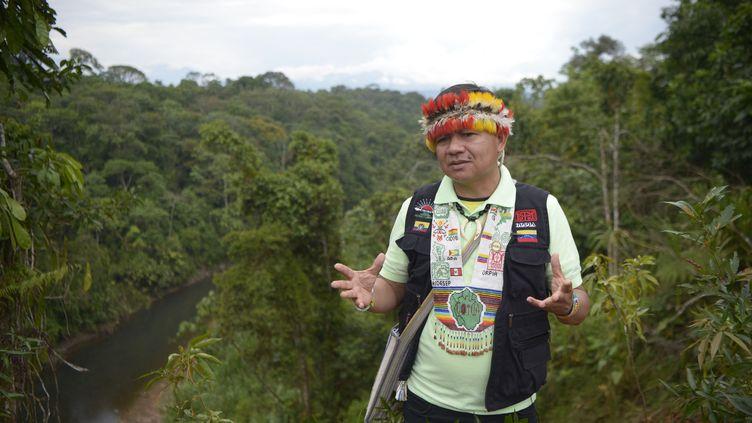 Gregorio Mirabal,chef de l'Organe de coordination des organisations autochtones du bassin de l'Amazone (Coica) et membre du peuple Wakuenai Kurripaco, à Union Base, dans la province de Pastaza, en Equateur, le 24 septembre 2021. (RODRIGO BUENDIA / AFP)