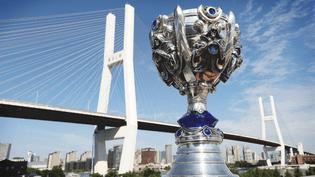 La Coupe de l'Invocateur, trophée du vainqueur des Worlds