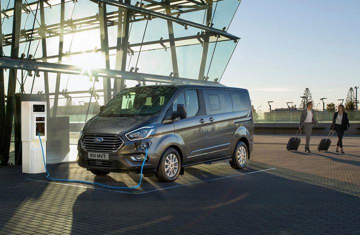 Le Ford Tourneo Custom en version hybride attendu pour l'an prochain. (FORD POUR FRANCE INFO)