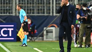 L'entraîneur de Lille, Jocelyn Gourvennec, n'a pu que constater les dégâts après la défaite à Salzbourg le 29 septembre en Ligue des champions (1-2). (JOE KLAMAR / AFP)