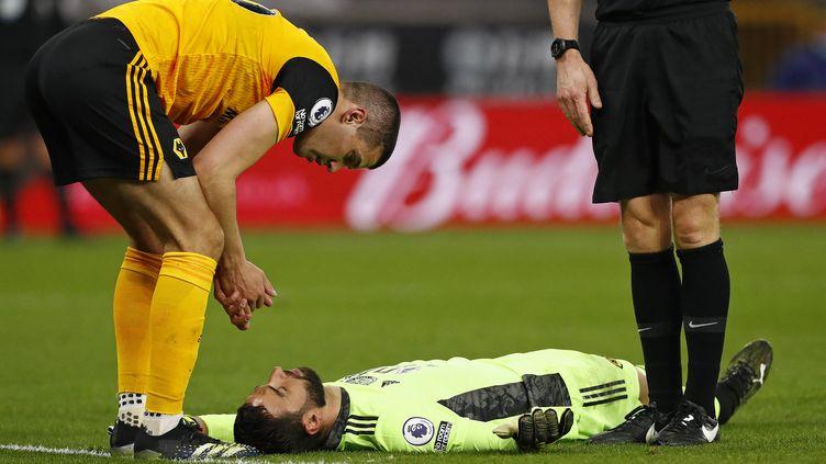 Le gardien de Wolverhampton Rui Patricio est resté au sol de longues minutes après un choc à la tête. (JASON CAIRNDUFF / POOL)