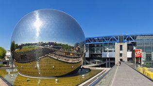 La Géode, au sein de la Cité des Sciences et de l'Industrie, à La Villette (mai 2011)  (Sylvain Sonnet / Hemis.fr / AFP)