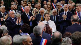 Le chef de l'Etat Emmanuel Macron prend la parole dans le gymnasede la petite commune de Grand Bourgtheroulde (Eure), le 15 janvier 2019,devant 600 maires normands. (PHILIPPE WOJAZER / POOL)