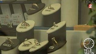 Capture d'écran d'un reportage, montrant une vitrine de bijouterie. ( FRANCE 2)