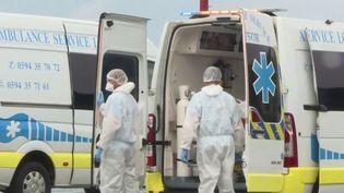 Alors que la France métropolitaine compte 28 nouvelles victimes de la Covid-19 dans les dernières 24 heures, certains départements comme en Guyane affichent une situation sanitaire préoccupante. (FRANCE 3)