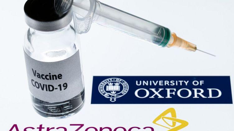 """Un seringue et unflacon avec la mention """"vaccin contre le Covid-19"""" près du logo d'AstraZenecaet de l'université d'Oxford, sur cette photo prise à Paris le 23 novembre 2020. (JOEL SAGET / AFP)"""