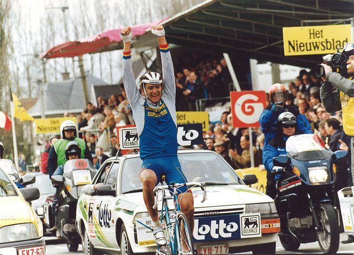 Jacky Durand lors de sa victoire sur le Tour des Flandres 1992.