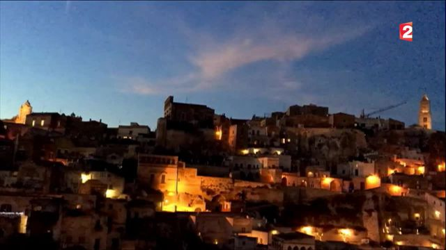 Italie : une cité creusée dans la roche