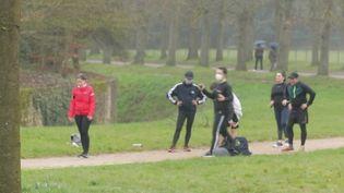 Sport : face aux restrictions, petits et grands sportifs s'adaptent (FRANCE 2)