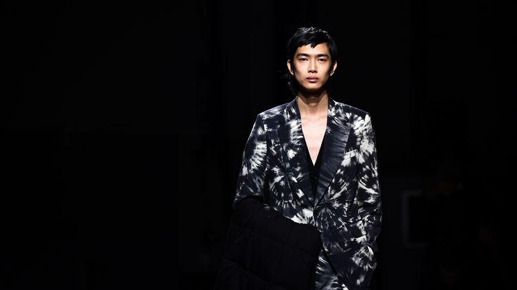 Dries Van Noten automne-hiver 2019-20 à la Paris Fashion Week, le 17 janvier 2019 (ANNE-CHRISTINE POUJOULAT / AFP)