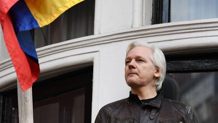 Julian Assange, le fondateur de WikiLeaks, à l'ambassade d'Equateur à Londres, le 19 mai 2019. (JUSTIN TALLIS / AFP)