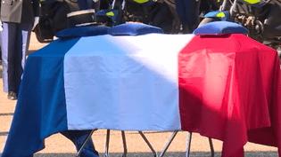 À Tarascon en Ariège, c'est ce mercredi 30 novembre au matin qu'avait lieu la cérémonie d'hommage au major Christian Rusig, percuté par un chauffard et décédé le week-end dernier. (France 2)