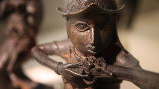 Une statue d'art africain exposée au musée du Quai Branly en 2007  (OLIVIER LABAN-MATTEI / AFP)