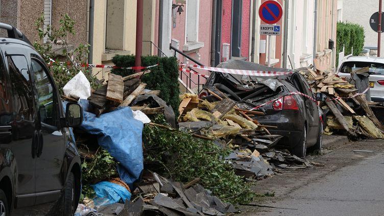 Les dégâts causés par une tornade à Pétange, au Luxembourg, le 10 août 2019. (HARALD TITTEL / DPA / AFP)