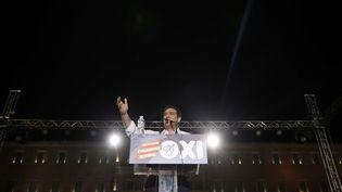 """Alexis Tsipras donne un discours devant les partisans du """"non"""" au référendum réunis à Athènes (Grèce), vendredi 3 juillet 2015. (PETROS GIANNAKOURIS / AP / SIPA)"""