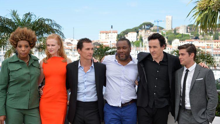 Lee Daniels (au centre) et ses acteurs,jeudi 24 mai 2012 à Cannes. (ALBERTO PIZZOLI / AFP)