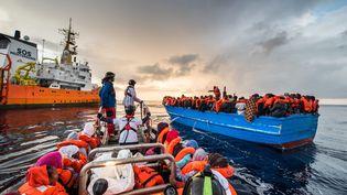 L'Aquarius, le bateau affrété par SOS Méditerranée, sauve les réfugiés en détresse depuis mars 2016. (LAURIN SCHMID/SOS MEDITERRANEE / PICTURE ALLIANCE)