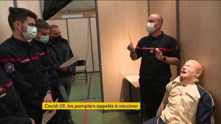 Les pompiers apprennent à vacciner (FRANCEINFO)