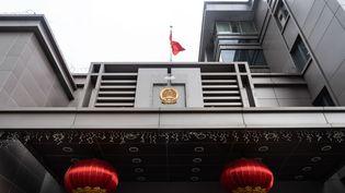 Le drapeau chinois flotte devant le consulat chinois de Houston (Texas), aux Etats-Unis, le 22 juillet 2020. (STRINGER / SPUTNIK / AFP)