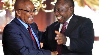 L'ancien président sud-africain Jacob Zuma (à gauche) et son successeur Cyril Ramaphosa,au Cap, le 20 février 2018. (KOPANO TLAPE / GCIS)