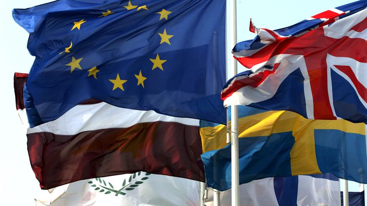 Drapeaux des Etats membres de l'Union Européenne, à Strasbourg, le 14 mars 2007. (GERARD CERLES / AFP)