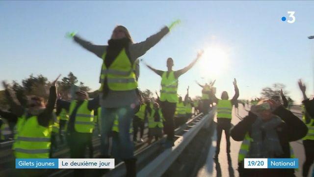 """""""Gilets jaunes"""" : deuxième jour de mobilisation"""