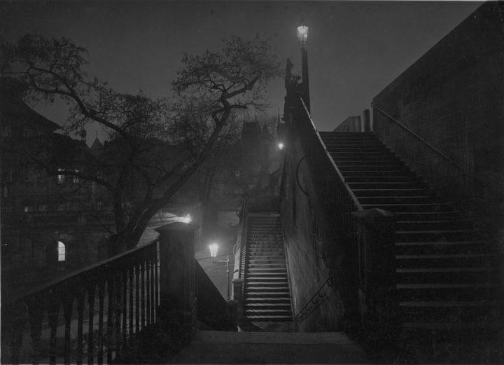 """Josef Sudek, """"Prague pendant la nuit"""", vers 1950-1959, Musée des Beaux-arts du Canada. Don anonyme, 2010  (Succession de Josef Sudek)"""