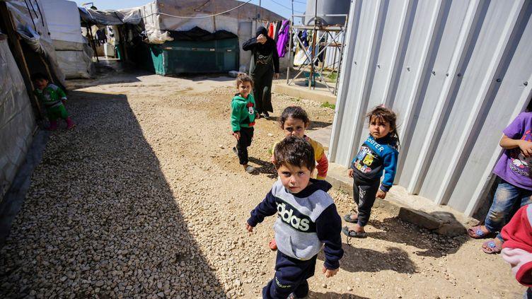 Des enfants syriens dans un camp de réfugiés à Mhammara, dans le nord du Liban, en mars 2019 (illustration). (IBRAHIM CHALHOUB / AFP)