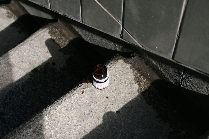 Un flacon de méthadone abandonné, non loin de la gare du Nord, à Paris. ( FRANCETV INFO)