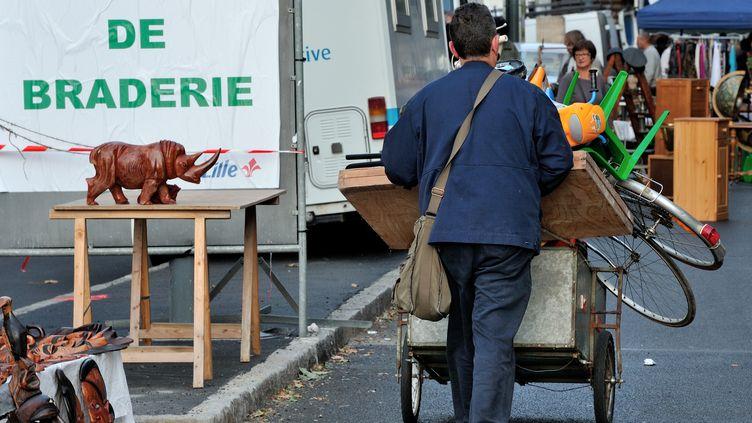 Deux à trois millions de chineurs sont attendus du 1er au 2 septembre 2012à la braderie de Lille (Nord) (PHILIPPE HUGUEN / AFP)
