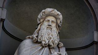 Statue représentant Léonard de Vinci en façade de la Galerie Uffizi à Florence (MANUEL COHEN / MANUEL COHEN)