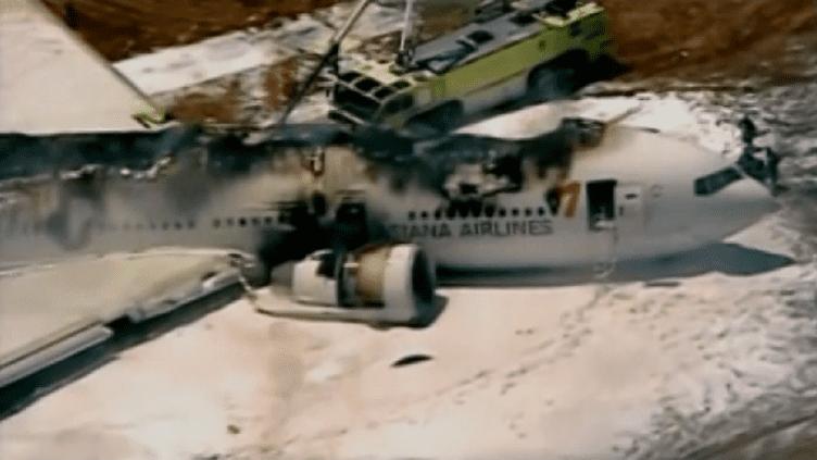LeBoeing 777 d'Asiana Airlines qui s'est crashé sur l'aéroport de San Francisco (Californie), le 6 juillet 2013. (APTN)