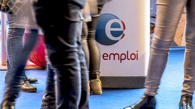 C'est la plus importante baisse constatée depuis que la Dares communique des chiffres sur lenombre de demandeurs d'emploi de catégorie A en France métropolitaine. (PHILIPPE HUGUEN / AFP)