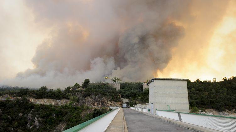 23 juillet 2012. Le feu aperçu près de La Jonquère (Espagne) (JOSEP LAGO / AFP)