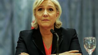 Marine Le Pen, candidate du FN, lors d'une déclaration commune avec Nicolas Dupont-Aignan, samedi 29 avril 2017 à Paris. (CITIZENSIDE/SADAK SOUICI / CITIZENSIDE / AFP)