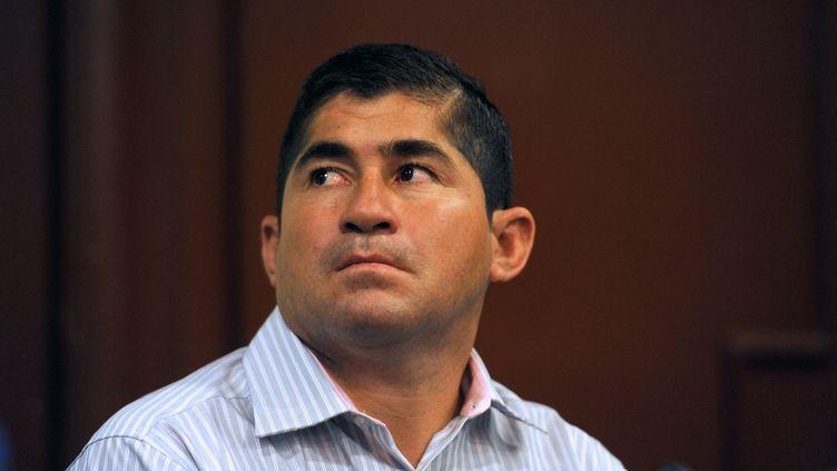 """José Salvador Alvarenga, le """"naufragé du Pacifique"""", le 4 avril 2014 à San Salvador (Salvador). (JOSE CABEZAS / AFP)"""
