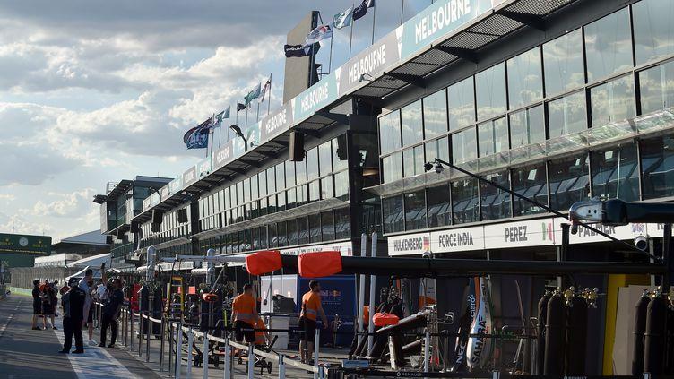 Les stands de l'Albert Park à Melbourne prêts à accueillir le premier GP de F1 de la saison 2016 (PAUL CROCK / AFP)