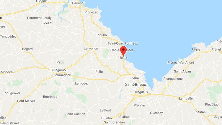 Le pêcheur a visiblement été surpris par la marée à Binic (Côtes-d'Armor) (GOOGLE MAPS)