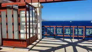 La terrasse de la Villa Kerylos et sa vue imprenable sur la Méditerranée. (ANNE CHÉPEAU / RADIO FRANCE)