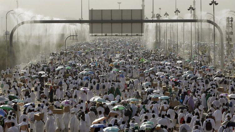Des milliers de pèlerins réunis à La Mecque (Arabie saoudite), le 23 septembre 2015. (AHMAD MASOOD / REUTERS)