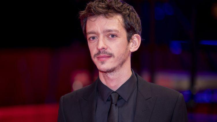 """L'acteur argentinNahuel Perez Biscayart à la 70e Berlinale pour le film """"The Intruder"""" (""""Le visiteur nocturne""""), le 21 février 2020 à Berlin (Allemagne). (CHRISTOPH SOEDER / DPA / AFP)"""