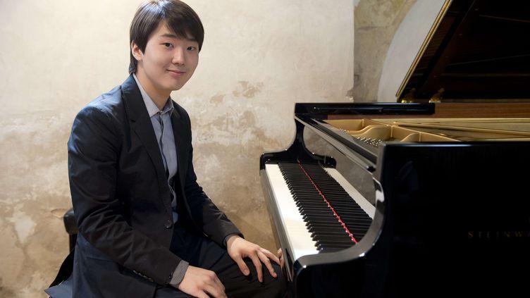 Le pianiste coréen Seong-Jin Cho, gagnant de l'édition 2015 du concours Chopin. (MICHAL KAMARYT/AP/SIPA / AP)