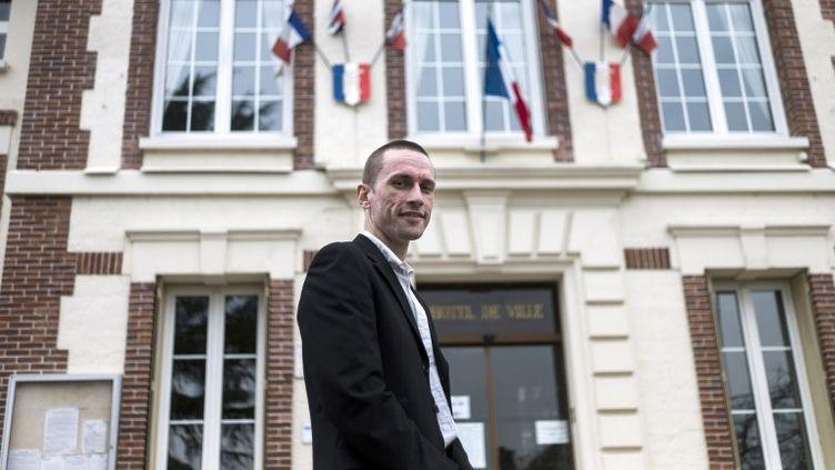 Le maire FN Cyril Nauth, le 31 mars 2014 à Mantes-la-Ville (Yvelines). (FRED DUFOUR / AFP)