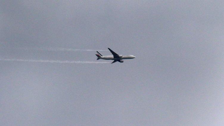 """Un avion survole Compans """"toutes les 30 secondes à l'heure de pointe"""", selon un habitant. (NATHALIE DEMEIRE/ / MAXPPP)"""