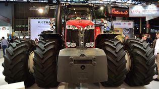 Tracteur Massey Fergusson présenté au salon de l'Agriculture à Paris, le 26 février 2017. (CHRISTOPHE ARCHAMBAULT / AFP)