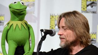 Steve Whitmire et sa marionnette, Kermit la grenouille (11 juillet 2015)  (Tonya Wise / AP / SIPA)
