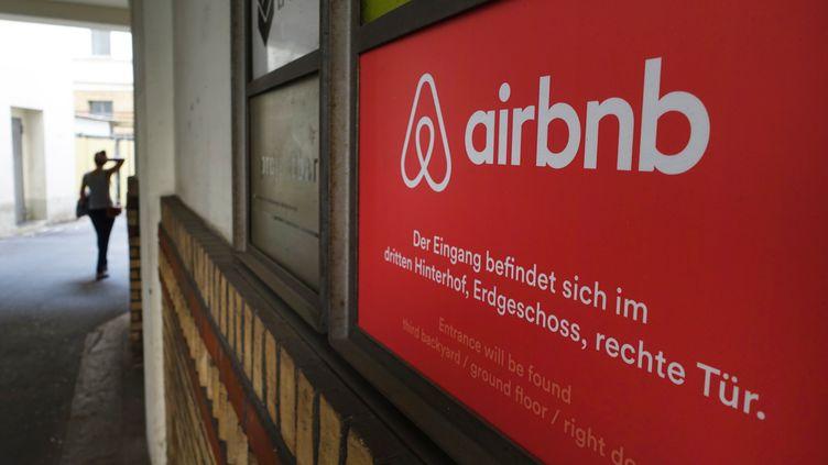 Les locaux d'Airbnb à Berlin (Allemagne), le 19 août 2015. (JENS KALAENE / AFP)