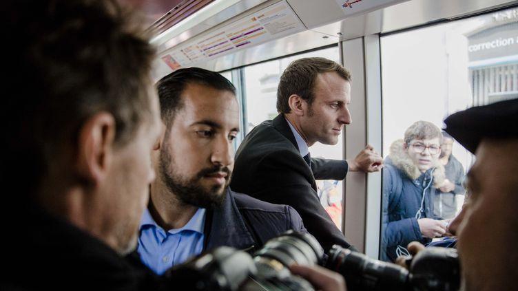 Alexandre Benalla accompagne Emmanuel Macron lors d'un déplacement au Mans (Sarthe), le 11 octobre 2016. (MAXPPP)